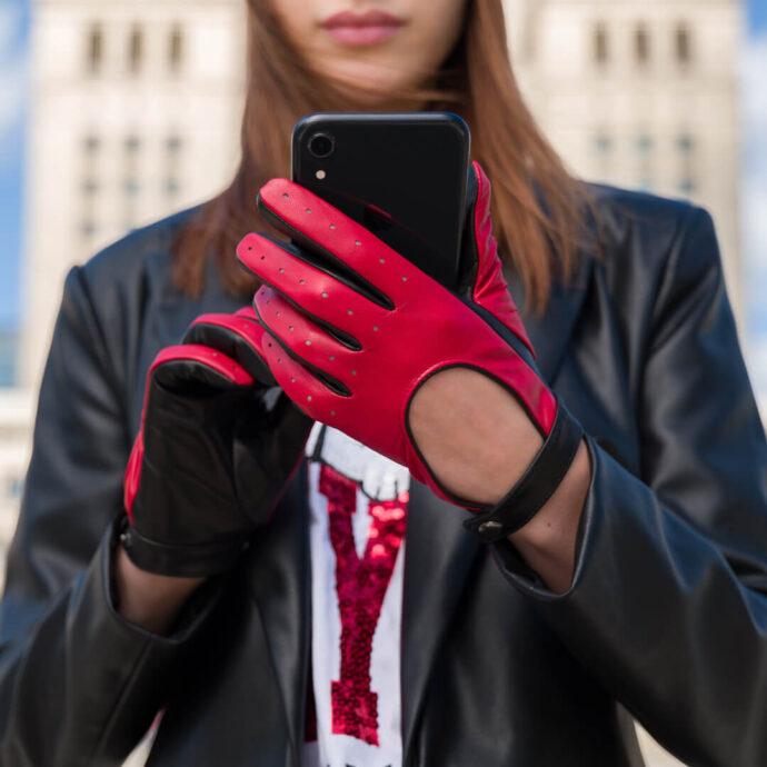 Czerwone rękawiczki samochodowe dla kobiet