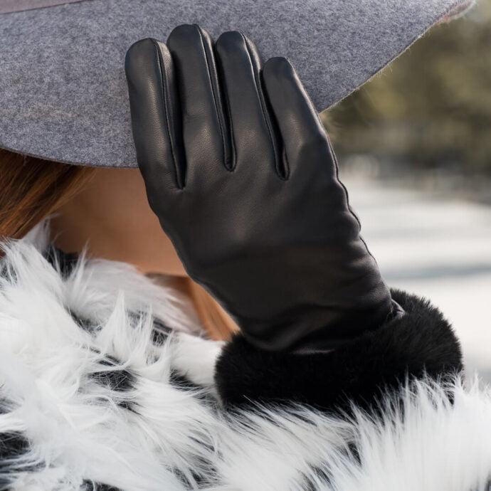 Czarne damskie rękawiczki z technologią touchscreen