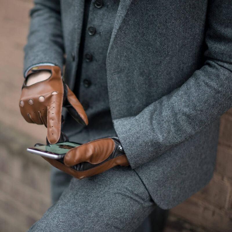 Brązowe rękawiczki samochodowe