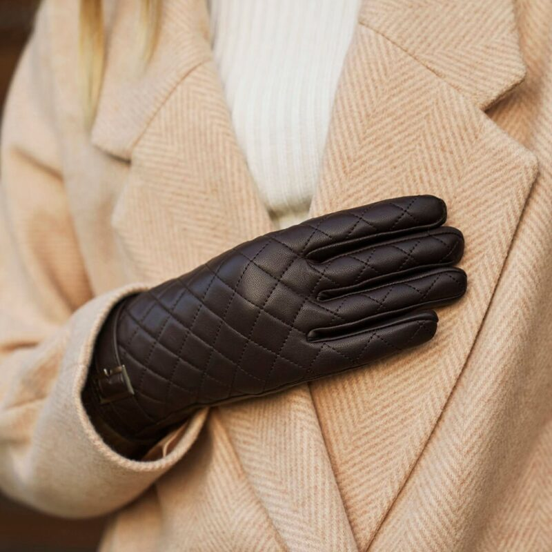 Pikowane brązowe rękawiczki damskie
